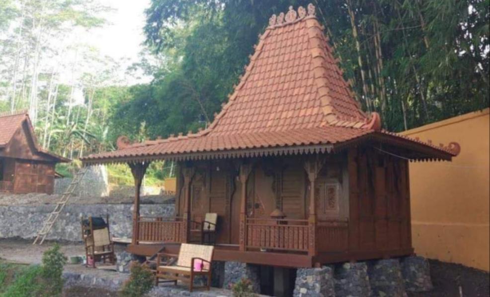 Foto Keseluruhan Rumah Kayu Jati Ukir Jepara