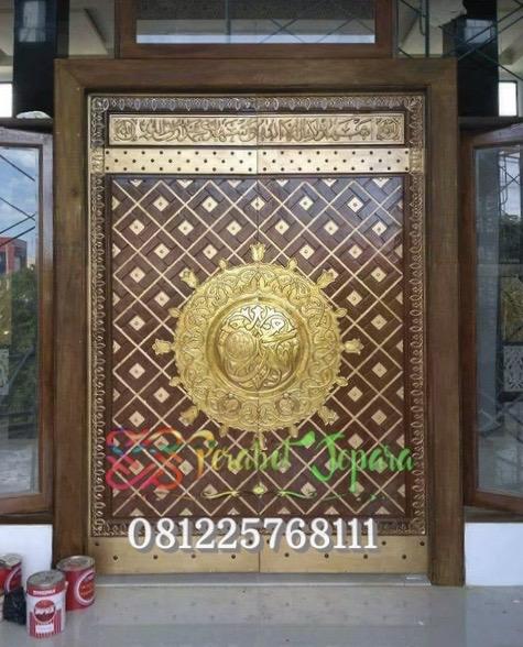 Gambar Pintu Nabawi Ukiran Kuningan Tempel